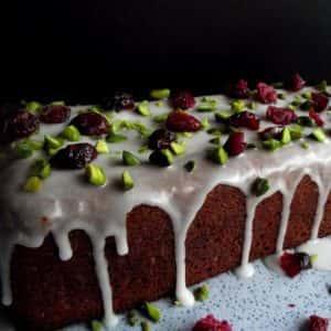 Joghurtkuchen mit Pistazien und Cranberries