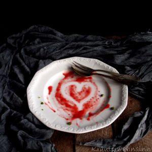 Rhabarber-Eis mit Erdbeersoße